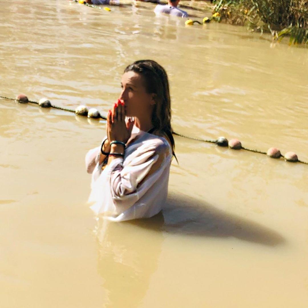 Πηγή Δεβετζή: Θυμάται τη «βάπτισή» της στον Ιορδάνη ποταμό! Φωτογραφίες | tlife.gr